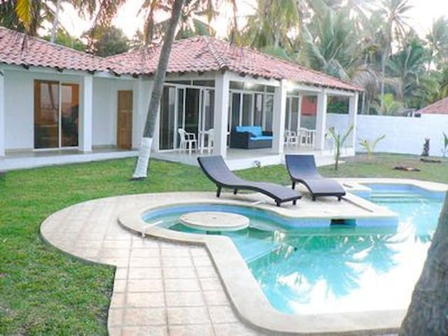 VistaBella Beach House, Playa Amatecampo