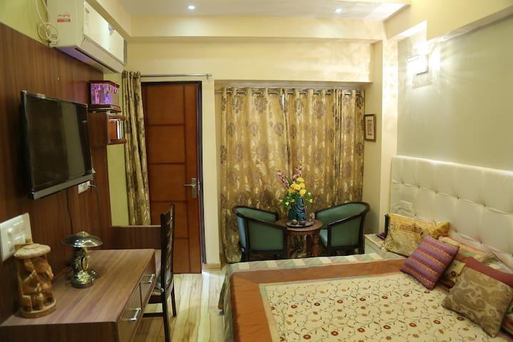 Deluxe AC Room1 - Vrindavan - Bed & Breakfast