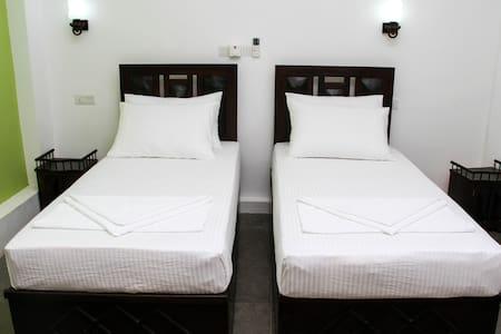 Yalaway Hide Resort - Deluxe Double Rooms - Kataragama - Hus