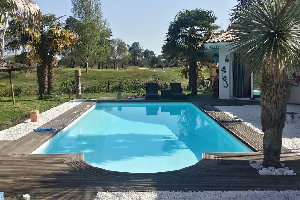 piscine vue sur le golf