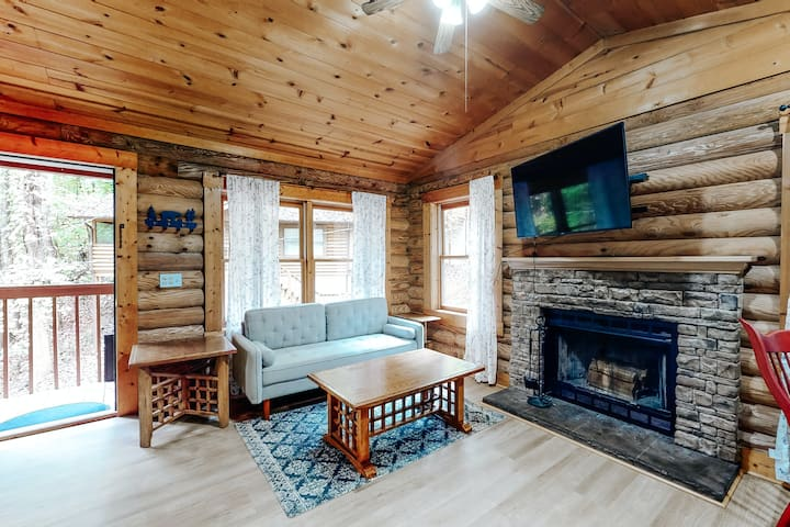 Charming, dog-friendly cabin w/ an in-room Jacuzzi, fireplace, & central A/C