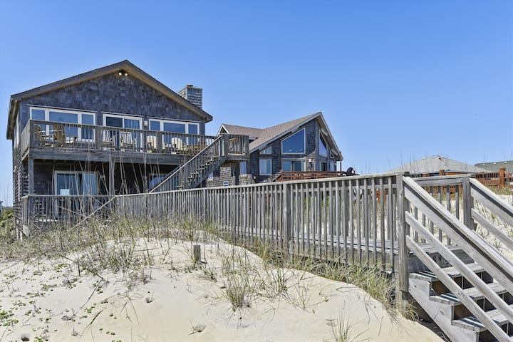 Pelican's Nest -- Pet Friendly 5 BR Oceanfront Home near the Outer Banks Fishing Pier