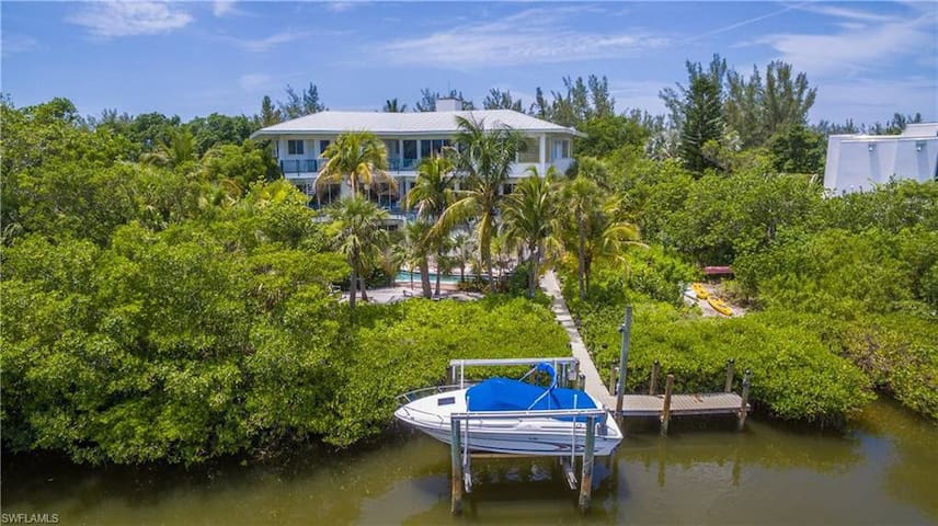 Exclusive Beach Estate on Captiva Drive