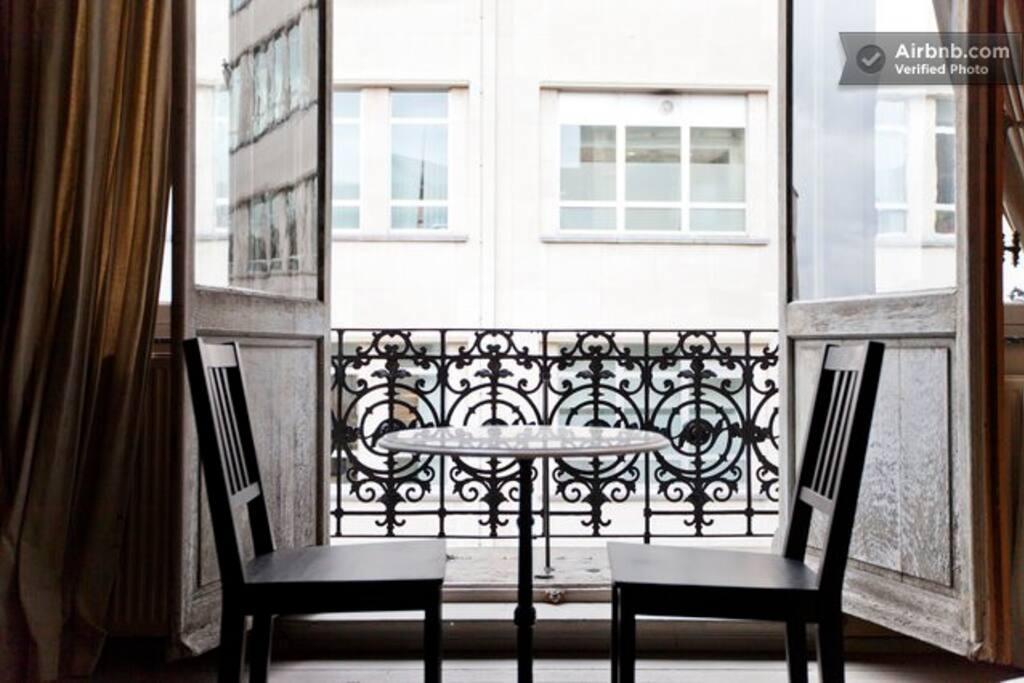 Centre du sablon vaste studio meunier appartements for Appartement atypique bruxelles