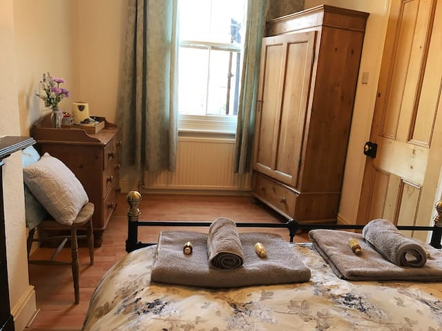 Lovely cosy double room in great location.