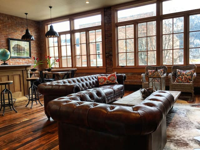 The Tremont Loft - historic downtown luxury!