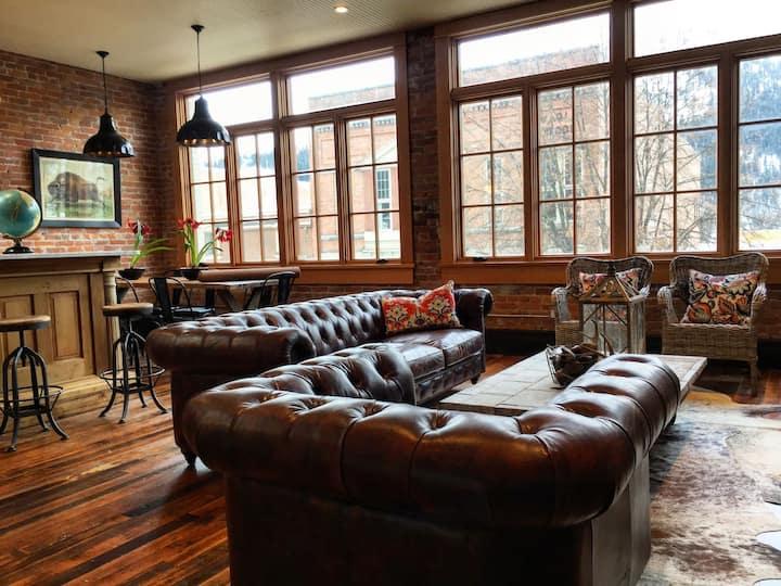 The Tremont Loft - historic downtown luxury!