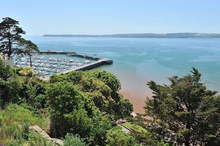 16 Astor House one bed apartment with juliette balcony and spectacular sea views