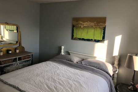 Queen Bedroom with Private Full Bathroom