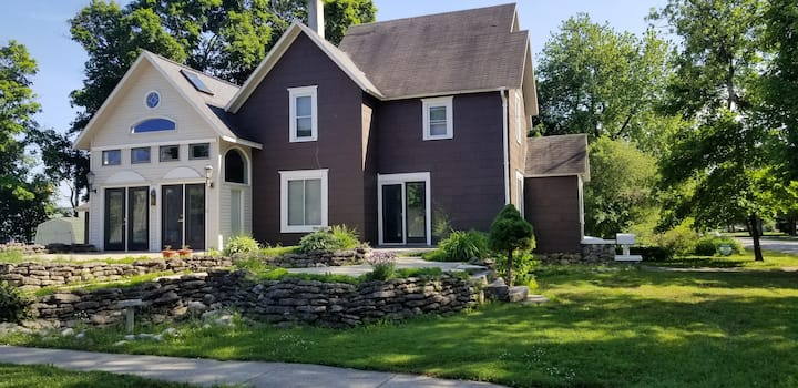 Large home downtown. 1 Block from Trailhead!