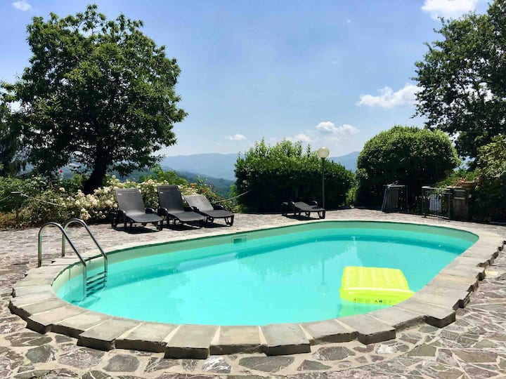 Tuscan Villa Sleeps 12 with private pool