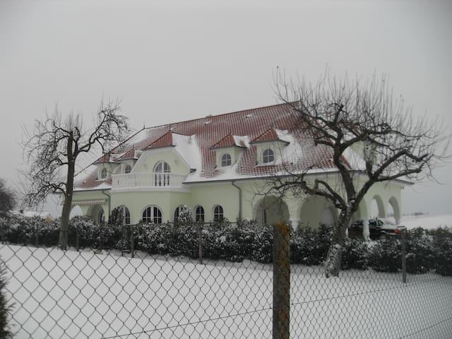 Villa ROYAL-Appartement de 54m2 lumineux et calme