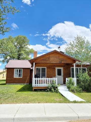 Home Located Close to Everything in Pinedale