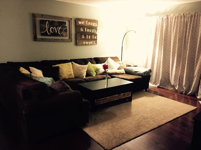 1 Bedroom & Private Living Space - Gresham - House