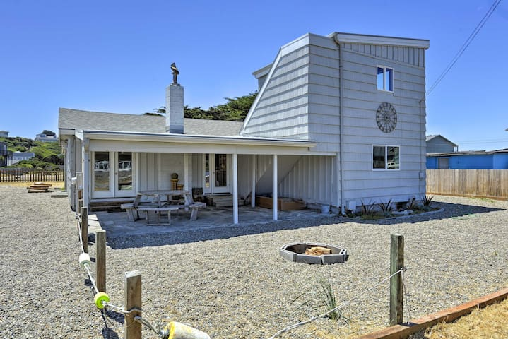 Bandon Home: Ocean View, Steps to South Jetty Park