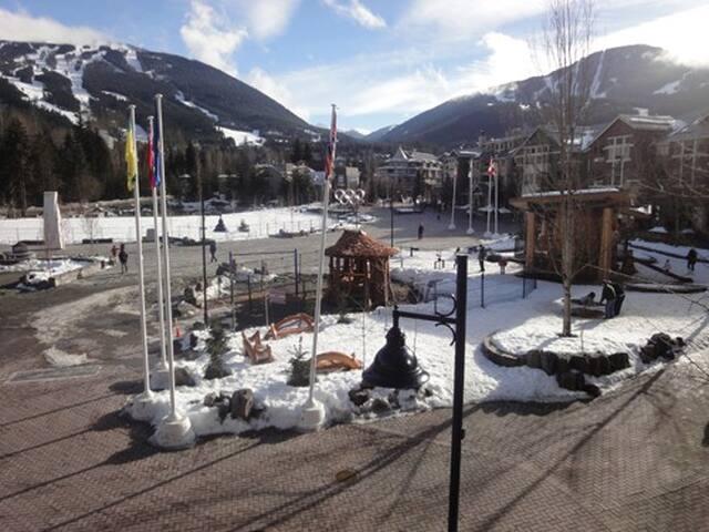 2B/2B Whistler Village - Mountain Views