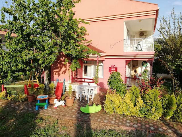 Erdek'te denize 200m wi-fi klima, oyunparklı villa