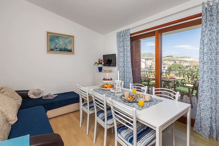 Two Bedroom Apartment with Balcony - Marina - Appartamento