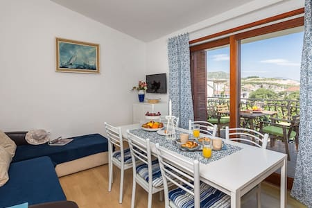 Two Bedroom Apartment with Balcony - Marina