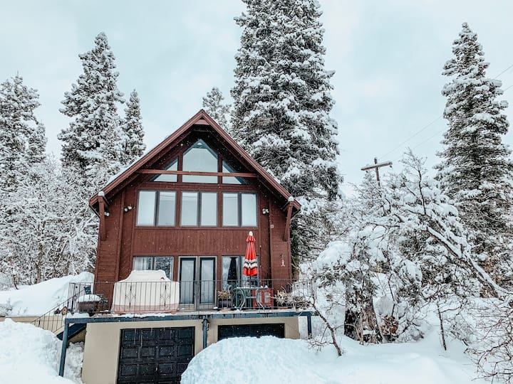 Cozy Snake Creek Mountain Cabin