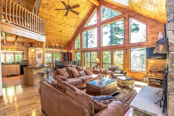 """The Hive"" Luxury Mountain Log Home - Bridgton"