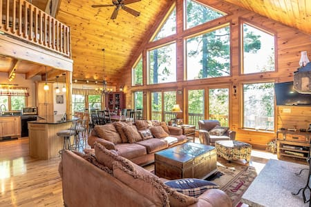 """The Hive"" Luxury Mountain Log Home - Bridgton - Casa"