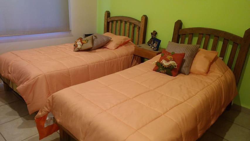 Habitación privada c/baño dos camas Quinta Villas