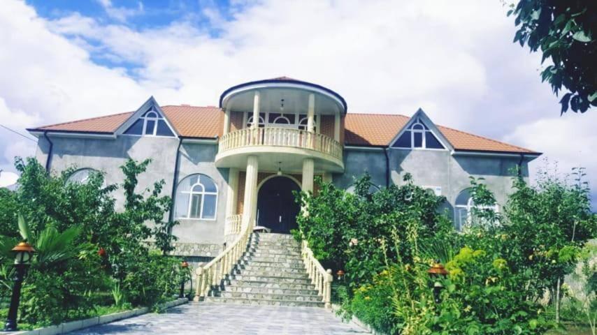 Khan Villa