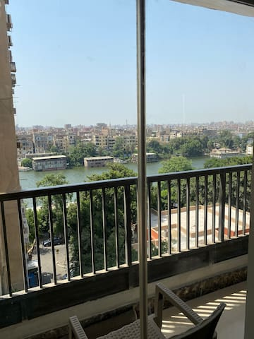 Al Zamalek, spacious apartment/room with Nile view