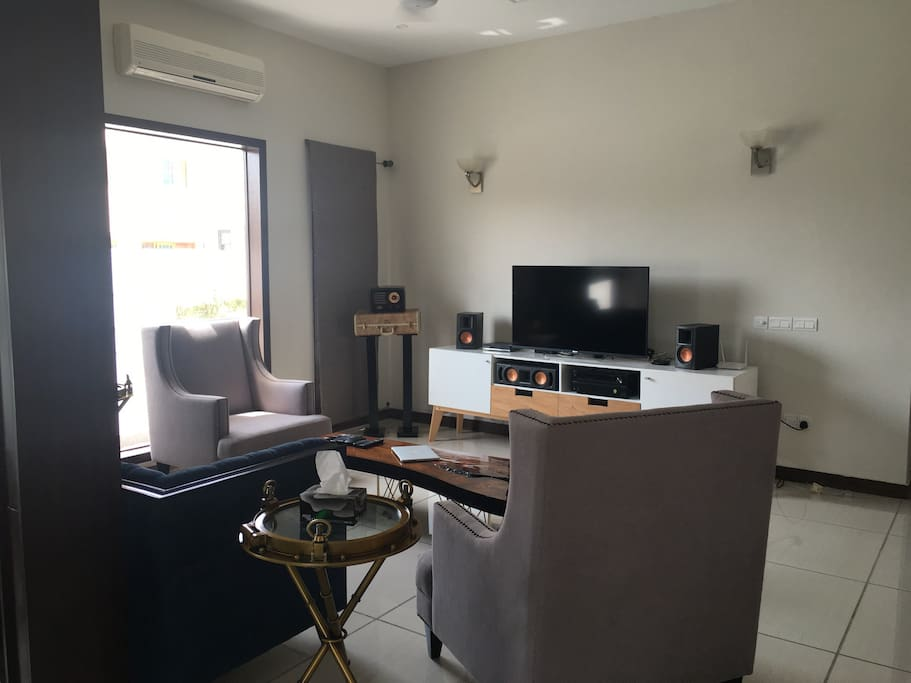 Lounge: luxury sofas, 5.1 surround sound Klipsch, tv 55 inch and Ac