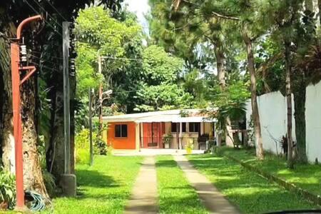 Hermosa Casa de Quinta En Planes de Renderos