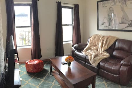 Clean & Quiet 1BR near Times Square