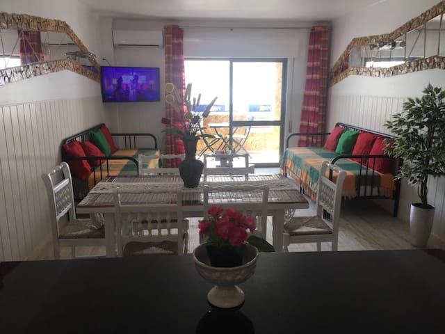 Eva Apartment Sleeps 2-10( 50 mts from the beach)