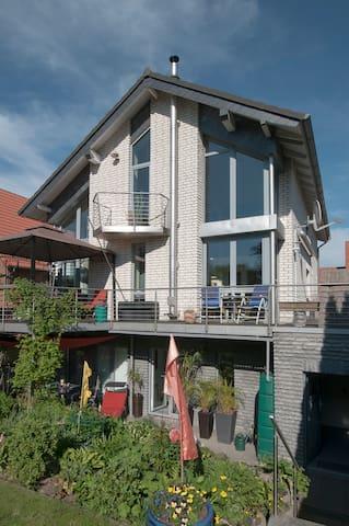 Einliegerwohnung mit Terrasse Raum Hannover Messe