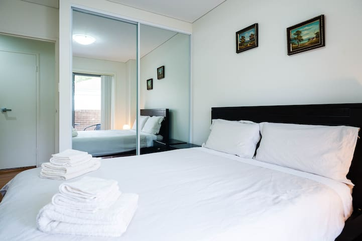 $110=(2-Bedrooms & 2-Queen beds)、2卧室2大床 - Sydney - Apartemen