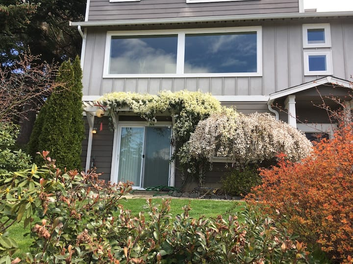 Welcome to Upland Terrace!  2 BR apt in NE Tacoma!