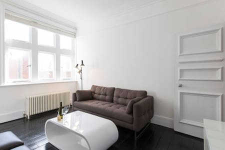 Spacious 2 Bed just off Covent Garden Square - London - Wohnung
