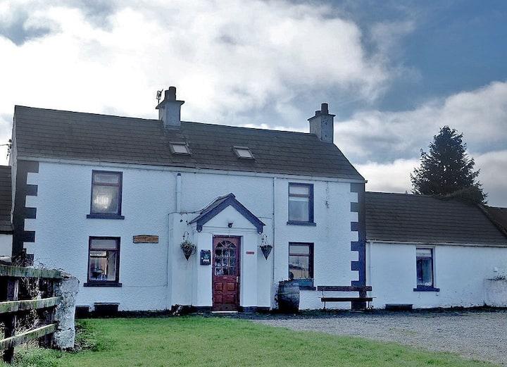 Authentic Irish Cottage in Rural Bellurgan, Louth