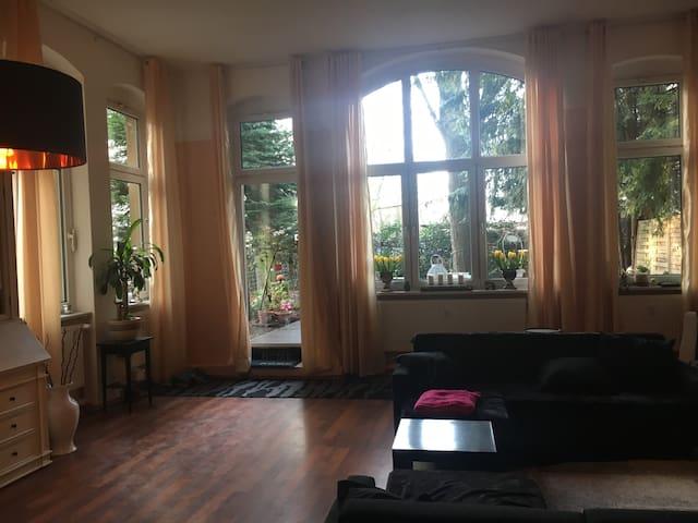 Wohn- und Schlafstudio mit Garten in Berlin