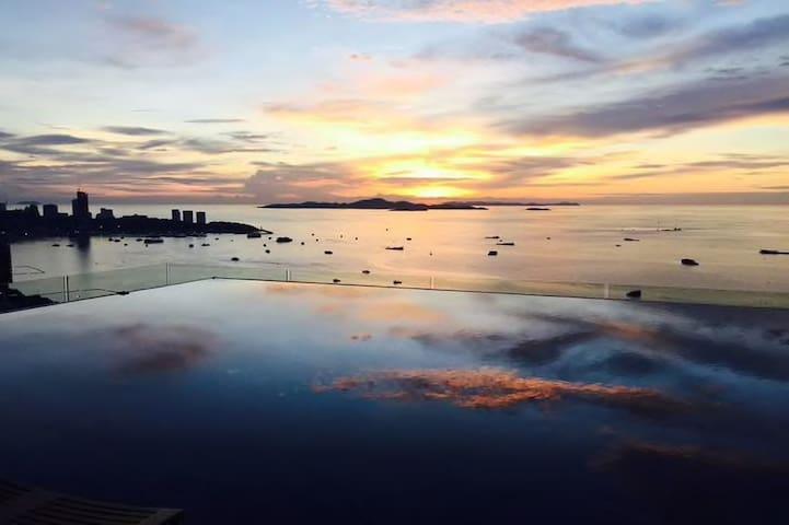 Beachfront condo Pattaya  CENTRIC