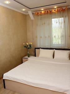 Уютная  2-х комнатная квартира в центре города - Orsk - Wohnung