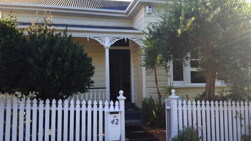 Baytree Cottage, Ponsonby, Auckland.