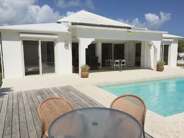 Typical caribbean villa with pool and sea view - Cedar Grove - Villa