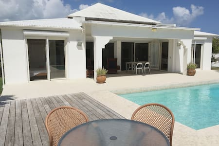 Typical caribbean villa with pool and sea view - Cedar Grove
