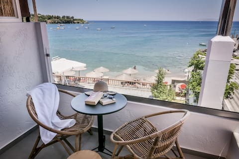 Laia Seafront Luxury Apartment 4