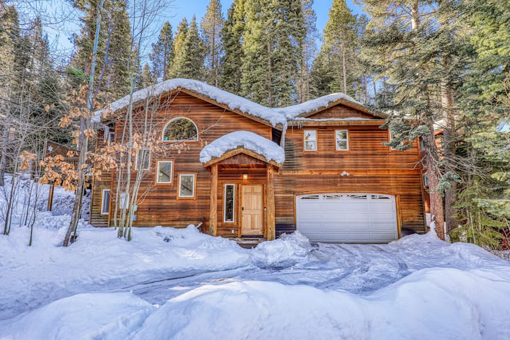 3 bedroom located close to everything Tahoe has to offer!