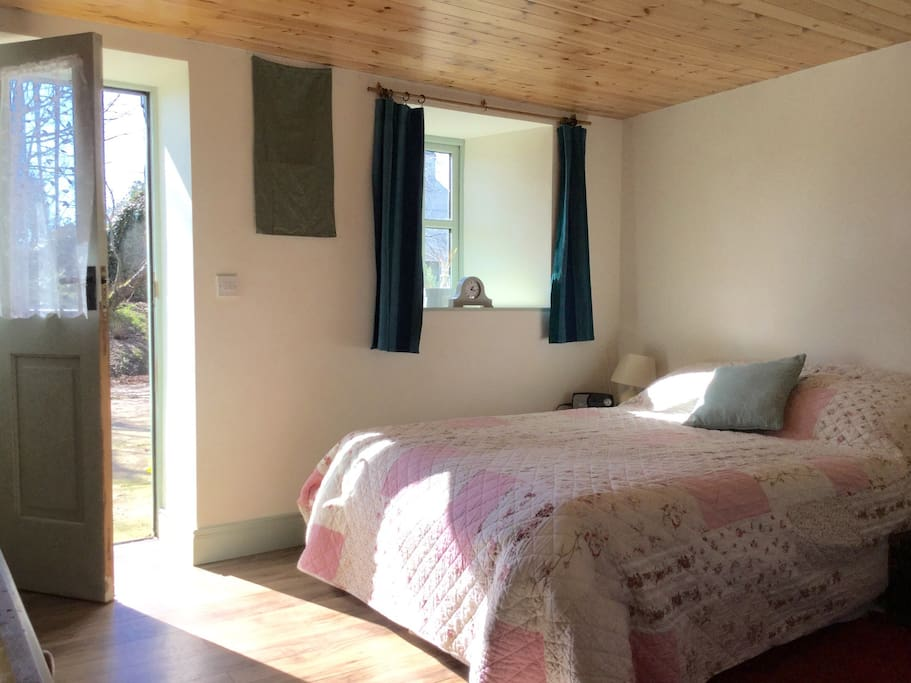 Ground floor access to a spacious bedroom with double & single beds