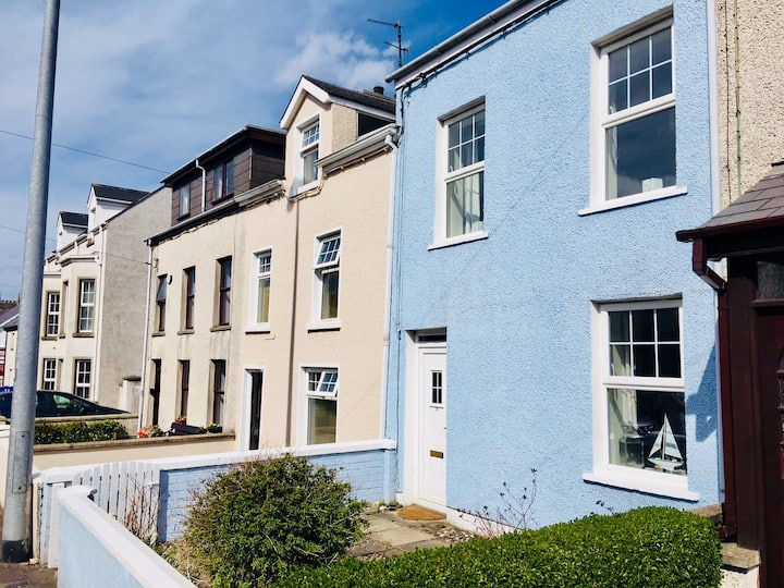 Stunning Blue Coastal House in Portstewart