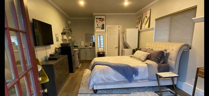 Recently updated studio in great Puyallup location