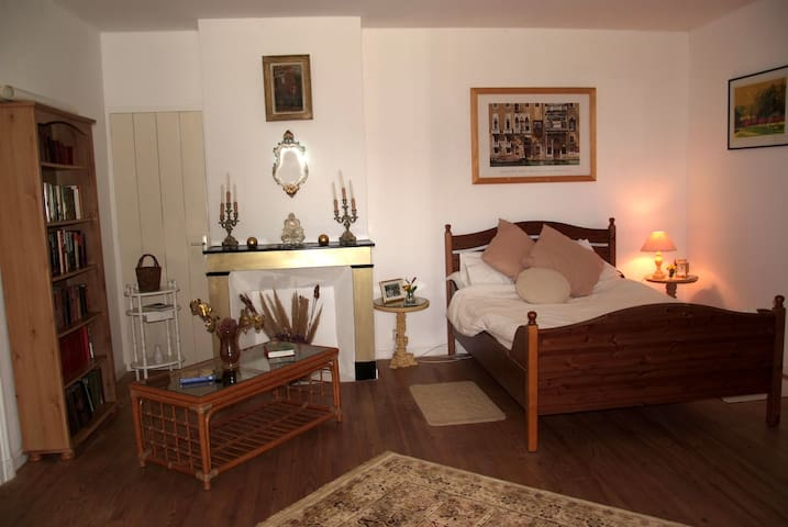 Le Relais de Chasse - 18th siecle - Labretonie - Bed & Breakfast